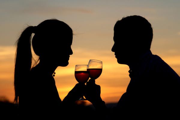 Hechizo de amor con pócima de vino para que deje la timidez y se te declare