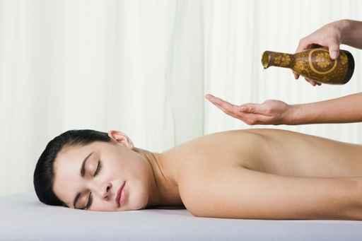 Hechizo para excitar y relajar a tu pareja con aceite